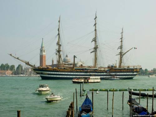 Корабль в Венеции