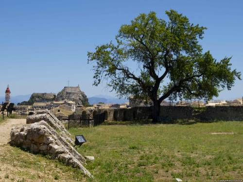 Корфу. Вид на Старый форт из Новой крепости