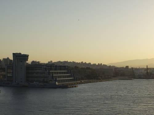 Порт Пирей на рассвете